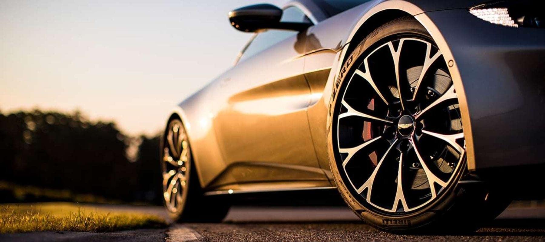 2019 Aston Martin Vantage pic_012