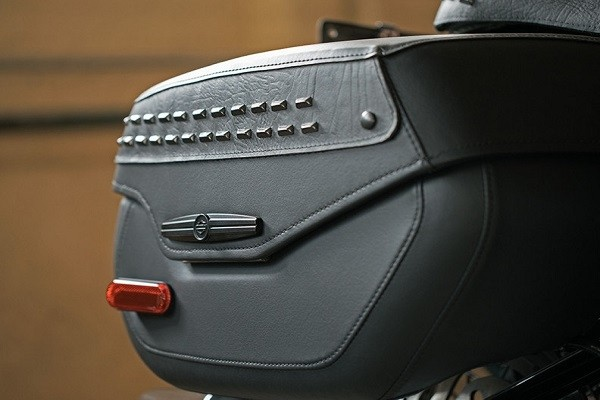 https://di-uploads-development.dealerinspire.com/avalancheharleydavidson/uploads/2017/08/001-kf1-lockable-sealed-saddlebags.jpg