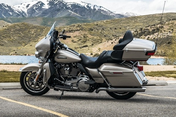 https://di-uploads-development.dealerinspire.com/avalancheharleydavidson/uploads/2017/08/002-electra-glide-ultra-classic-gallery-2.jpg