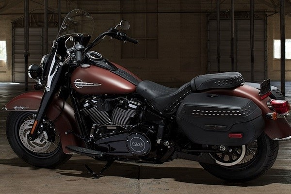 https://di-uploads-development.dealerinspire.com/avalancheharleydavidson/uploads/2017/08/002-kf2-New-Softail-Frame.jpg