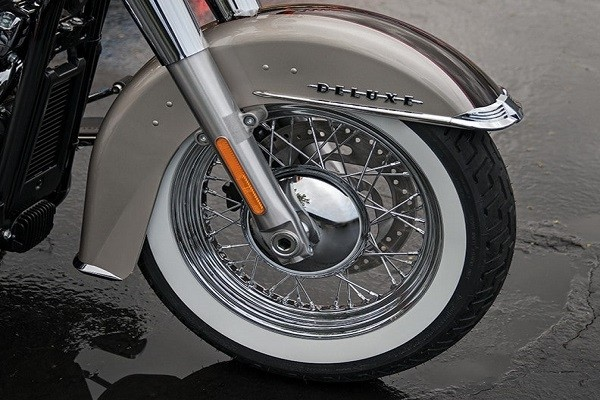 https://di-uploads-development.dealerinspire.com/avalancheharleydavidson/uploads/2017/08/002-kf2-chrome-laced-wheels-whitewall-tires.jpg