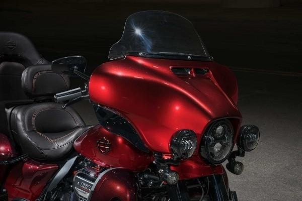 https://di-uploads-development.dealerinspire.com/avalancheharleydavidson/uploads/2017/08/002-kf2-custom-touring-21in-wheel.jpg