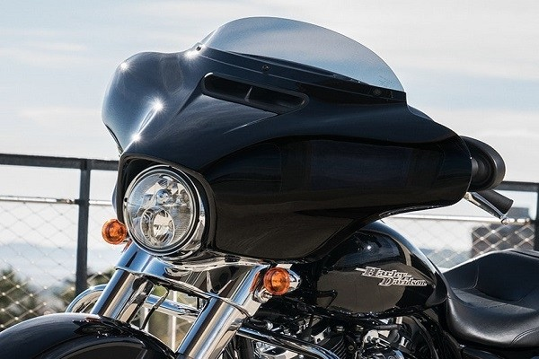 https://di-uploads-development.dealerinspire.com/avalancheharleydavidson/uploads/2017/08/002-kf2-gloss-black-inner-fairing.jpg