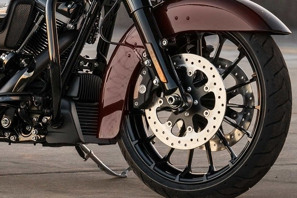 https://di-uploads-development.dealerinspire.com/avalancheharleydavidson/uploads/2017/08/002-kf2-new-19-inch-talon-front-18-inch-rear.jpg