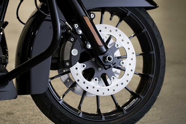 https://di-uploads-development.dealerinspire.com/avalancheharleydavidson/uploads/2017/08/003-kf3-blacked-out-cast-aluminum-wheels.jpg