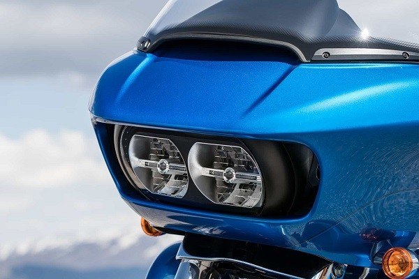 https://di-uploads-development.dealerinspire.com/avalancheharleydavidson/uploads/2017/08/003-kf3-dual-daymaker-reflector-LED-headlamps.jpg