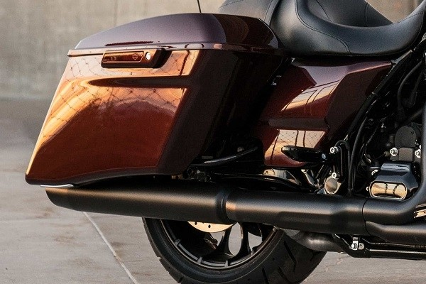 https://di-uploads-development.dealerinspire.com/avalancheharleydavidson/uploads/2017/08/003-kf3-stretched-saddlebags.jpg