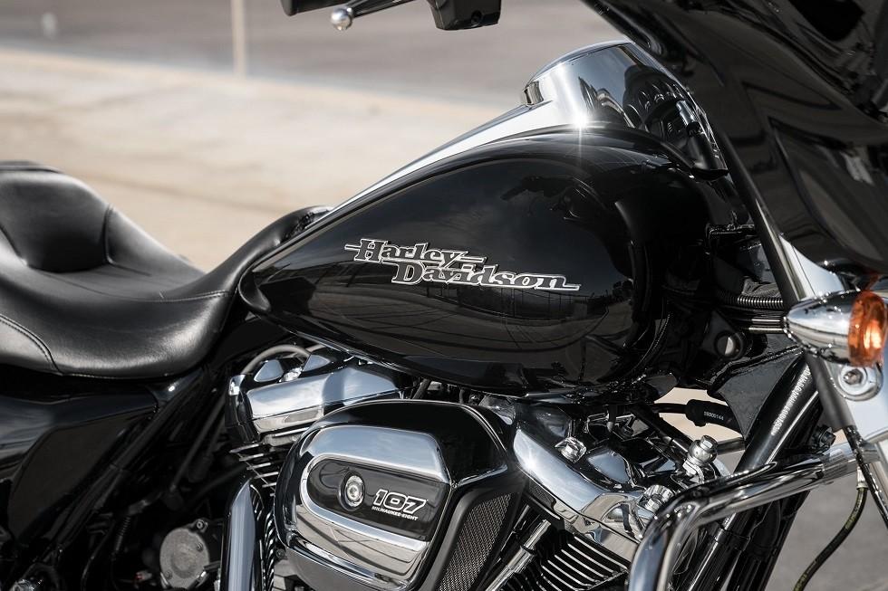 https://di-uploads-development.dealerinspire.com/avalancheharleydavidson/uploads/2017/08/004-Touring-Streetglide-gallery-4.jpg