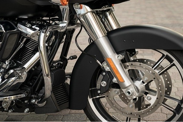 https://di-uploads-development.dealerinspire.com/avalancheharleydavidson/uploads/2017/08/005-kf5-brembo-brakes.jpg