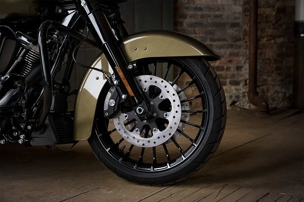 https://di-uploads-development.dealerinspire.com/avalancheharleydavidson/uploads/2017/08/005-kf5-custom-black-turbine-wheels.jpg