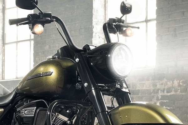 https://di-uploads-development.dealerinspire.com/avalancheharleydavidson/uploads/2017/08/006-kf6-black-headlight-nacelle-with-matching-trim-ring.jpg