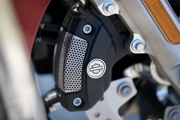 https://di-uploads-development.dealerinspire.com/avalancheharleydavidson/uploads/2017/08/006-kf6-brembo-brakes.jpg
