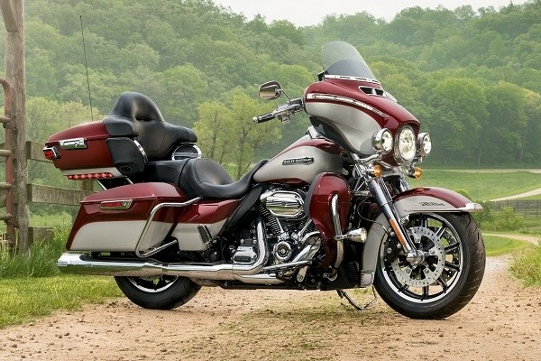https://di-uploads-development.dealerinspire.com/avalancheharleydavidson/uploads/2017/08/007-electra-glide-ultra-classic-gallery-7.jpg