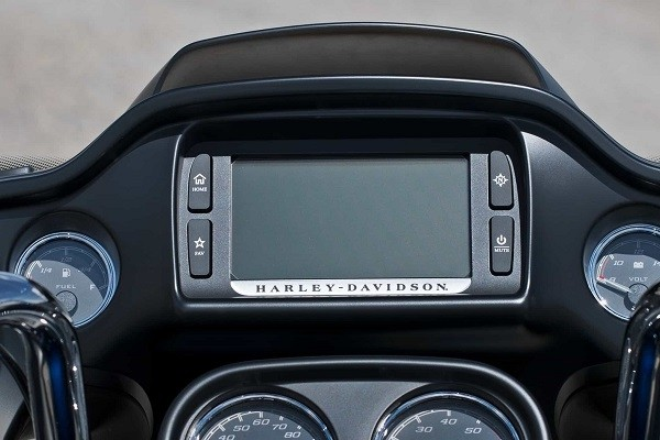 https://di-uploads-development.dealerinspire.com/avalancheharleydavidson/uploads/2017/08/007-kf7-boom-box-6.5-touchscreen-infotainment-system.jpg