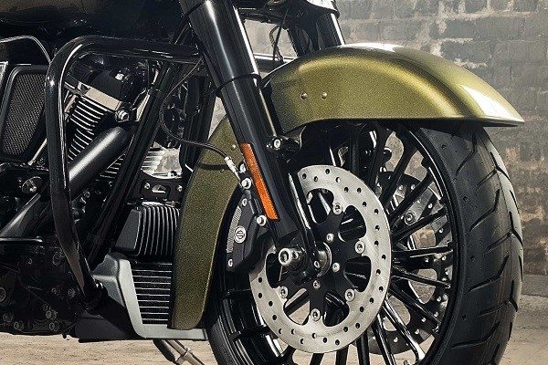 https://di-uploads-development.dealerinspire.com/avalancheharleydavidson/uploads/2017/08/008-kf8-reflex-linked-brembo-brakes-with-standard-abs.jpg
