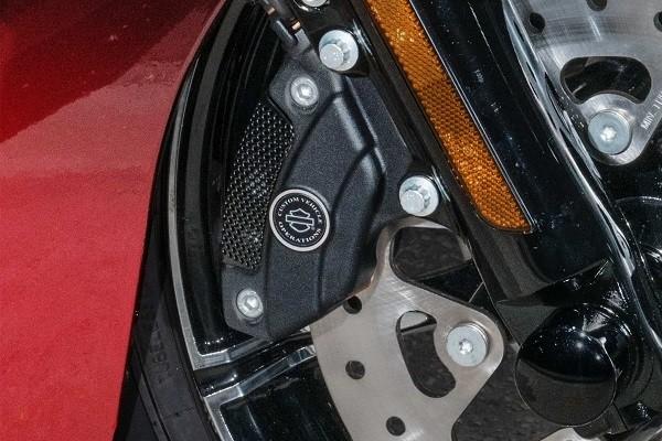https://di-uploads-development.dealerinspire.com/avalancheharleydavidson/uploads/2017/08/009-kf9-brembo-brakes-with-standard-abs.jpg