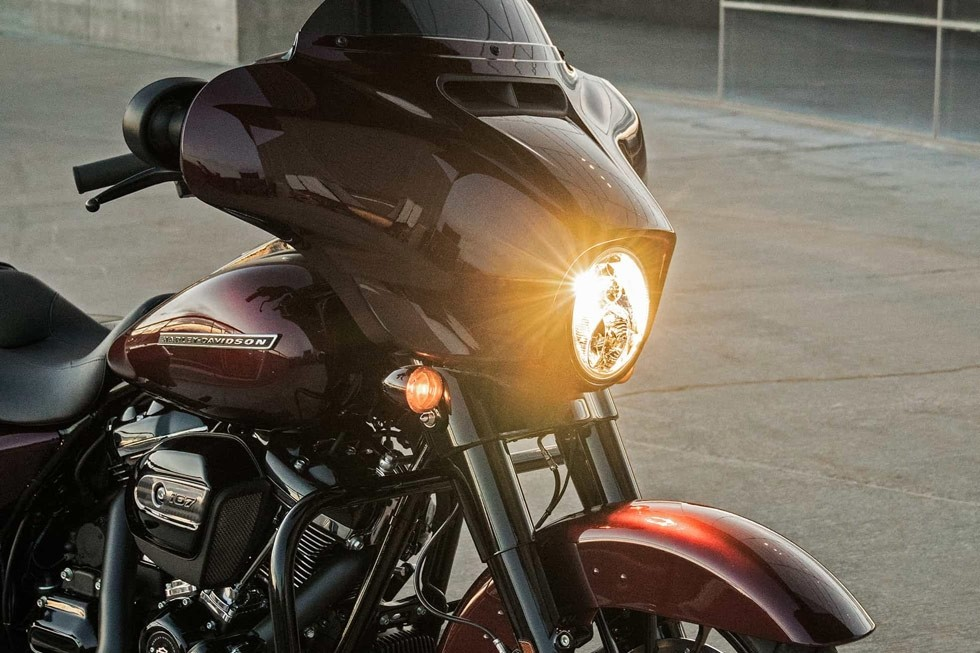 https://di-uploads-development.dealerinspire.com/avalancheharleydavidson/uploads/2017/08/FLHXS-3.jpg