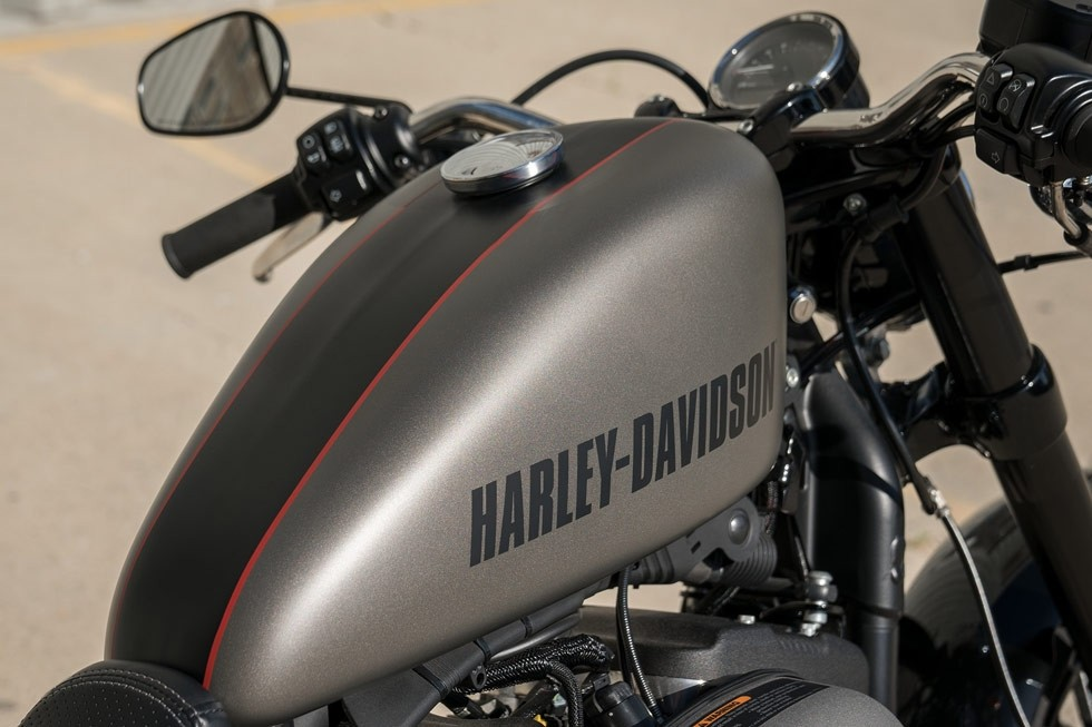 https://di-uploads-development.dealerinspire.com/avalancheharleydavidson/uploads/2017/08/Roadster-3.jpg