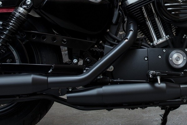 https://di-uploads-development.dealerinspire.com/avalancheharleydavidson/uploads/2017/08/kf1-iron-883-blacked-out-look.jpg