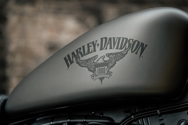 https://di-uploads-development.dealerinspire.com/avalancheharleydavidson/uploads/2017/08/kf2-iron-883-street-inspired-paint.jpg