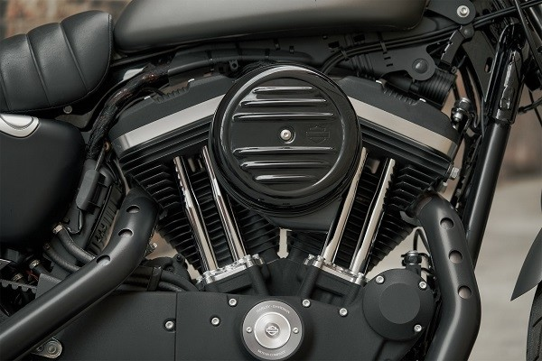 https://di-uploads-development.dealerinspire.com/avalancheharleydavidson/uploads/2017/08/kf6-iron-883-883cc-air-cooled-evolution-engine.jpg
