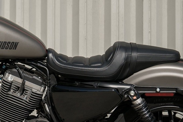 https://di-uploads-development.dealerinspire.com/avalancheharleydavidson/uploads/2017/08/kf6-roadster-aggressive-and-comfortable-two-up-seat.jpg