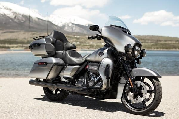 https://di-uploads-development.dealerinspire.com/avalancheharleydavidson/uploads/2018/08/19-cvo-cvo-limited-custom-touring-style-k3.jpg