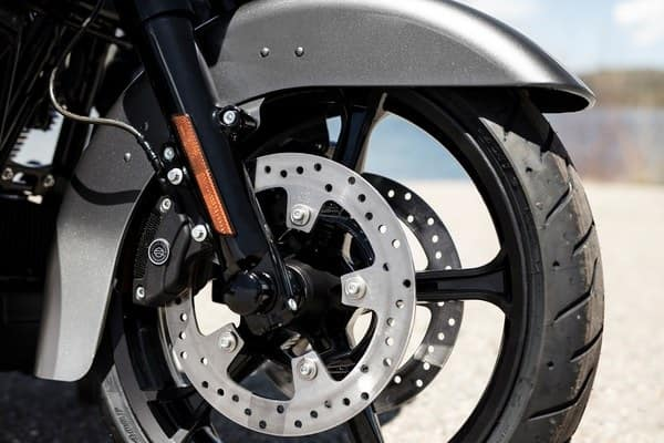 https://di-uploads-development.dealerinspire.com/avalancheharleydavidson/uploads/2018/08/19-cvo-cvo-limited-reflex-linked-brembo-brakes-with-standard-abs-k11.jpg