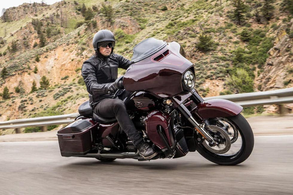 https://di-uploads-development.dealerinspire.com/avalancheharleydavidson/uploads/2018/08/19-cvo-cvo-street-glide-gallery-1.jpg