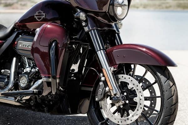 https://di-uploads-development.dealerinspire.com/avalancheharleydavidson/uploads/2018/08/19-cvo-cvo-street-glide-high-performance-front-and-rear-suspension-k7.jpg