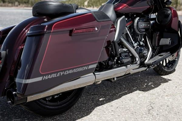 https://di-uploads-development.dealerinspire.com/avalancheharleydavidson/uploads/2018/08/19-cvo-cvo-street-glide-premium-paint-and-finishes-k4.jpg