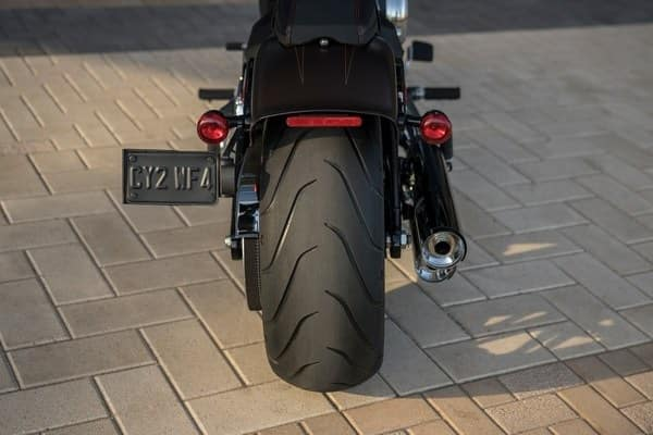https://di-uploads-development.dealerinspire.com/avalancheharleydavidson/uploads/2018/08/19-softail-breakout-240mm-rear-tire-k2.jpg