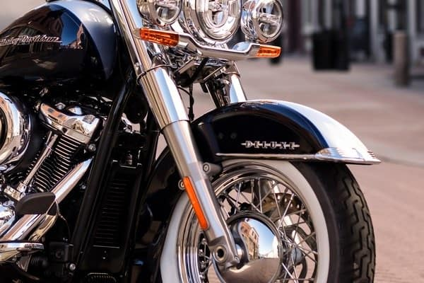 https://di-uploads-development.dealerinspire.com/avalancheharleydavidson/uploads/2018/08/19-softail-deluxe-high-performance-front-suspension-k7.jpg