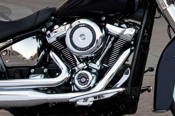 https://di-uploads-development.dealerinspire.com/avalancheharleydavidson/uploads/2018/08/19-softail-deluxe-milwaukee-eight-107-engine-k5.jpg