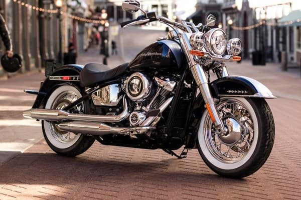 https://di-uploads-development.dealerinspire.com/avalancheharleydavidson/uploads/2018/08/19-softail-deluxe-softail-frame-k6.jpg