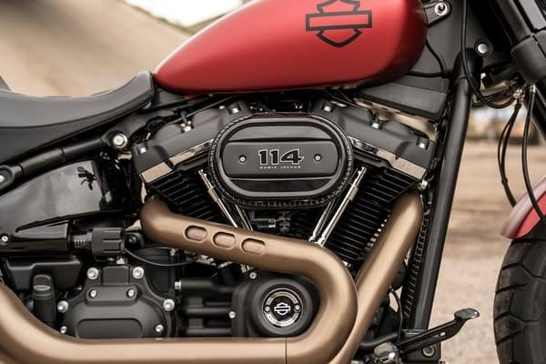 https://di-uploads-development.dealerinspire.com/avalancheharleydavidson/uploads/2018/08/19-softail-fat-bob-milwaukee-eight-big-twin-engine-k5.jpg