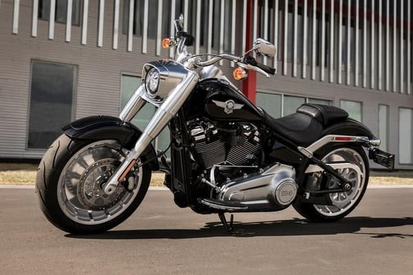 https://di-uploads-development.dealerinspire.com/avalancheharleydavidson/uploads/2018/08/19-softail-fat-boy-steamroller-stance-k2.jpg