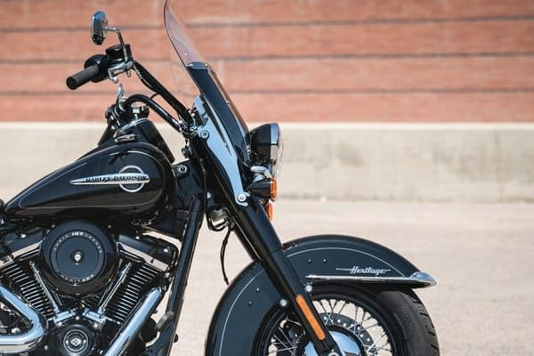 https://di-uploads-development.dealerinspire.com/avalancheharleydavidson/uploads/2018/08/19-softail-heritage-classic-high-performance-front-suspension-k7.jpg