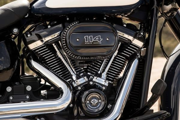 https://di-uploads-development.dealerinspire.com/avalancheharleydavidson/uploads/2018/08/19-softail-heritage-classic-milwaukee-eight-big-twin-engine-k3.jpg