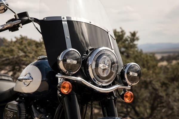 https://di-uploads-development.dealerinspire.com/avalancheharleydavidson/uploads/2018/08/19-softail-heritage-classic-signature-led-forward-lighting-k4.jpg