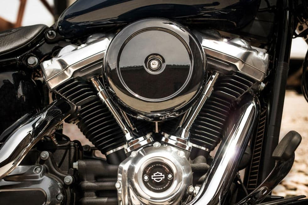 https://di-uploads-development.dealerinspire.com/avalancheharleydavidson/uploads/2018/08/19-softail-softail-slim-gallery-6.jpg