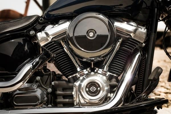 https://di-uploads-development.dealerinspire.com/avalancheharleydavidson/uploads/2018/08/19-softail-softail-slim-milwaukee-eight107-engine-k3.jpg