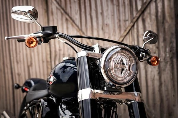 https://di-uploads-development.dealerinspire.com/avalancheharleydavidson/uploads/2018/08/19-softail-softail-slim-signature-led-forward-lighting-k5.jpg