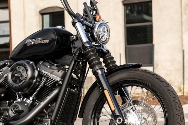 https://di-uploads-development.dealerinspire.com/avalancheharleydavidson/uploads/2018/08/19-softail-street-bob-high-performance-front-suspension-k5.jpg