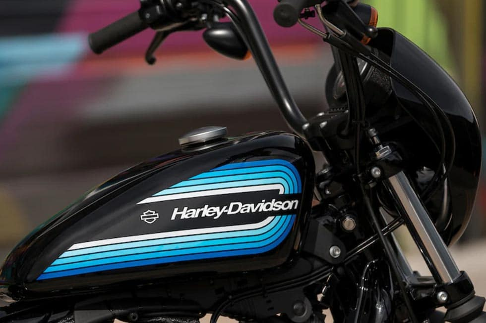 https://di-uploads-development.dealerinspire.com/avalancheharleydavidson/uploads/2018/08/19-sportster-iron-1200-gallery-4.jpg