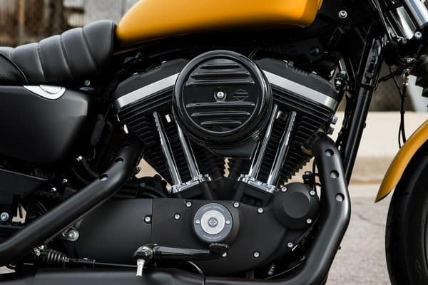 https://di-uploads-development.dealerinspire.com/avalancheharleydavidson/uploads/2018/08/19-sportster-iron-883-883cc-air-cooled-evolution-engine-k6.jpg