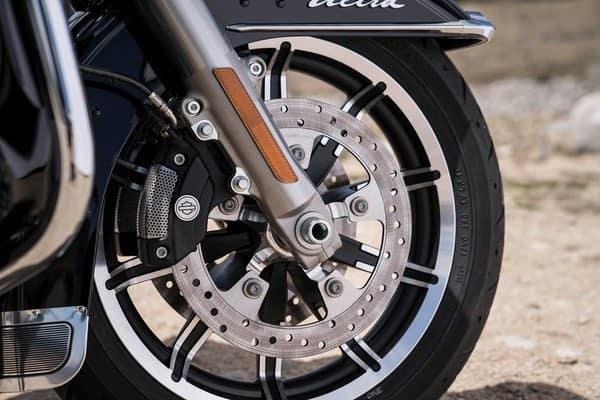 https://di-uploads-development.dealerinspire.com/avalancheharleydavidson/uploads/2018/08/19-touring-electra-glide-ultra-c-brembo-brakes-abs-k3.jpg