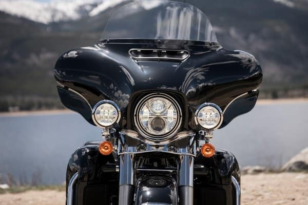 https://di-uploads-development.dealerinspire.com/avalancheharleydavidson/uploads/2018/08/19-touring-electra-glide-ultra-c-led-day-lamps-k4.jpg