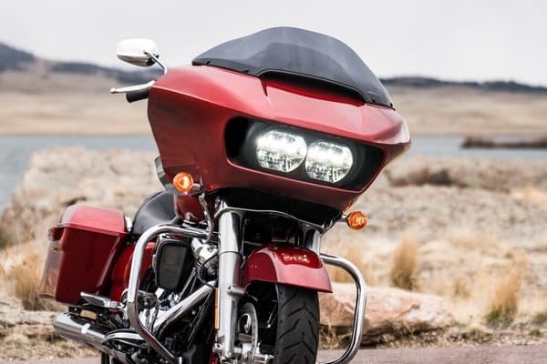 https://di-uploads-development.dealerinspire.com/avalancheharleydavidson/uploads/2018/08/19-touring-road-glide-dual-daymaker-reflector-led-headlamps-k2.jpg