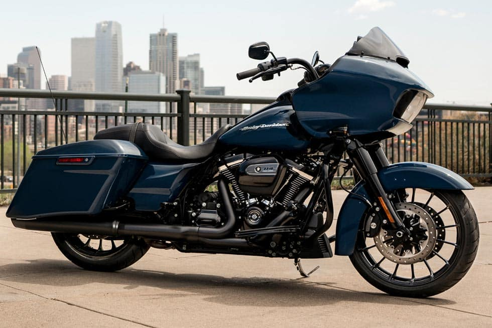 https://di-uploads-development.dealerinspire.com/avalancheharleydavidson/uploads/2018/08/19-touring-road-glide-special-gallery-0.jpg